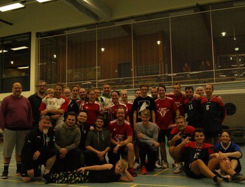 Faustball erfolgreich beim Herbsturnier – Team BobbyCar verteidigt erfolgreich den Titel!
